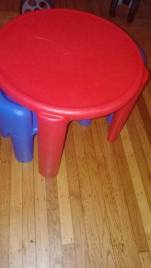 Little kids table and chairs for Sale in Baltimore, MD