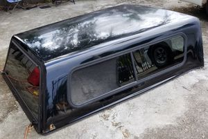LEER CAMPER SHELL FIBERGLASS and WORKS PERFECT for Sale in Miami Gardens, FL