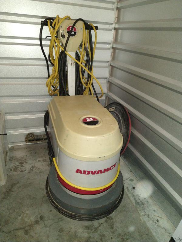 Advance floor scrubber