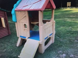 Fisher Price Tree house and picnic table in Coral Springs $45 for both for Sale in Coral Springs, FL