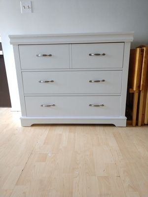 Beautiful white 3 drawer chest for Sale in Los Angeles, CA
