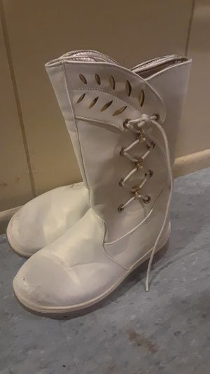 Girls boots (winter white) for Sale in Baltimore, MD