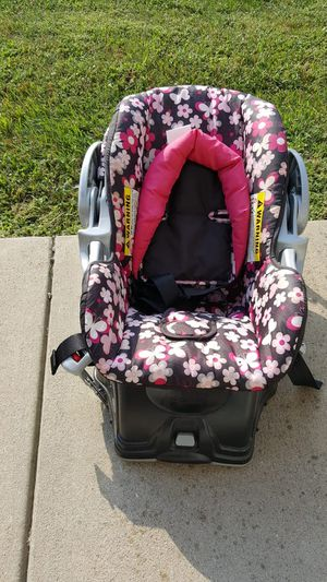 Baby Trend Baby Car Seat with Base for Sale in Evansville, IN