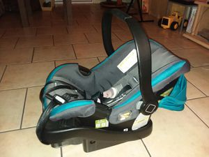 (baby car seat) 4 to 35 pounds for Sale in La Habra Heights, CA