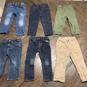 $12 for all 6! Lot of 6 pairs of Toddler Boy's Pants Size 2T. Includes 4 jeans and 2 khakis! All in great condition! for Sale in West Palm Beach, FL