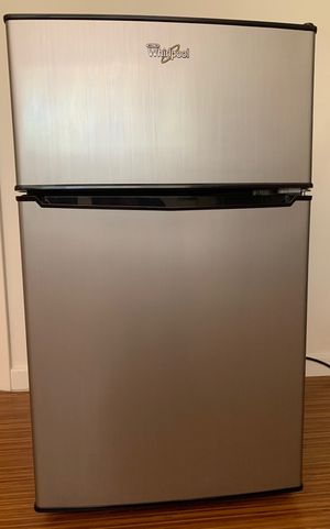 Whirlpool Mini Fridge W/ Freezer for Sale in Pasadena, CA