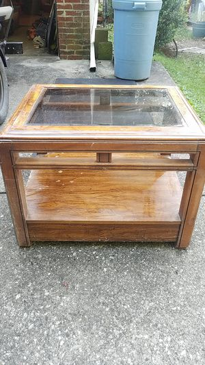 Glass End Table for Sale in Charleston, WV