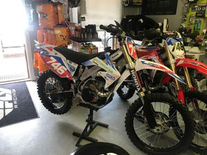 2007 CRF 450R race bike. Excellently maintained. With extra set of complete wheels. $3500. for Sale in Payson, AZ