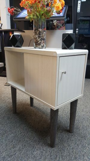 Pearl End Table, Ivory & Distressed Grey for Sale in Santa Ana, CA