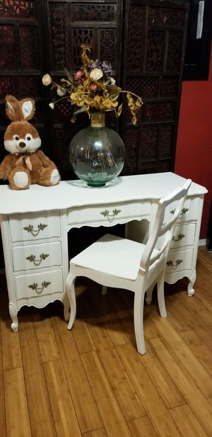 PENDDING PICKUP French Provincial Dixie Wooden Antique Desk/Vanity Firm $200 for Sale in Whittier, CA