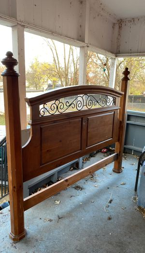 Wood Headboard bed frame for Sale in St. Louis, MO