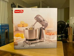 Dash every day stand mixer for Sale in Ontario, CA