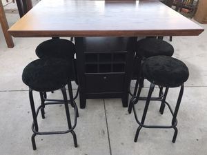 Counter tall dining table / 4 seat dining table for Sale in Riverside, CA