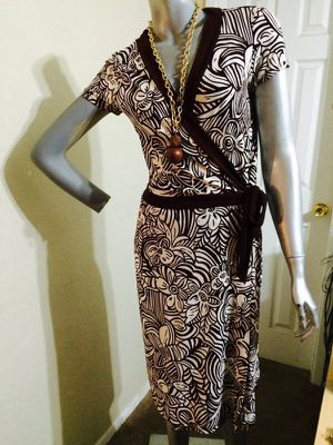 Wrap brown and cream dress for Sale in El Paso, TX