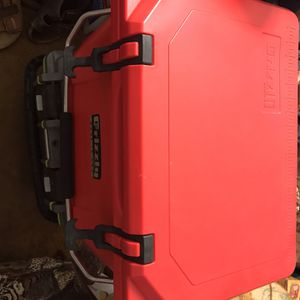 Grizzly Coolers 20 Quart Red Ice Chest for Sale in Yorba Linda, CA