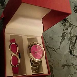 Hot Pink watch/infinity bracelet for Sale in Peoria, IL
