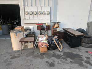 Free stuff come and pick it up for Sale in Orange, CA