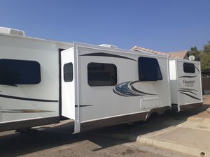 2015 Fleetwood flagstaff super lite 831 bhds travel trailer for Sale in Moreno Valley, CA