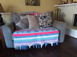 Tengo el par de sofá y comedor en buenas condiciones for Sale in Plano, TX