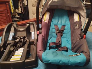 Grayco click connect car seat and base for Sale in Clarksville, TN