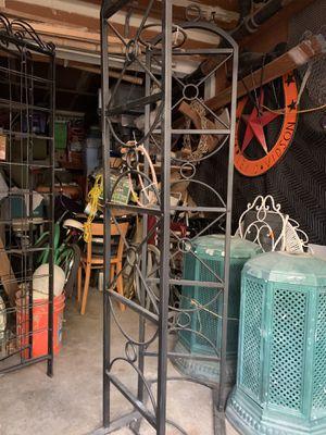 Vintage freestanding planet holder/garden dividers for Sale in Garden Grove, CA