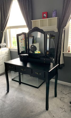 Black vanity make up stand for Sale in Stone Ridge, VA