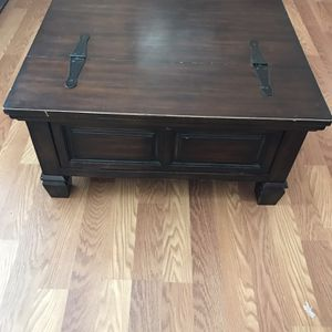 Coffee Chest Table for Sale in Wildomar, CA