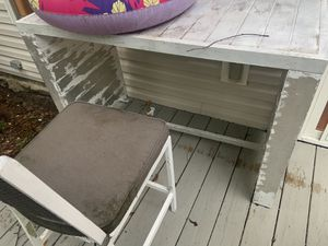 Outdoor bar & 2 stools for Sale in Hilton Head Island, SC