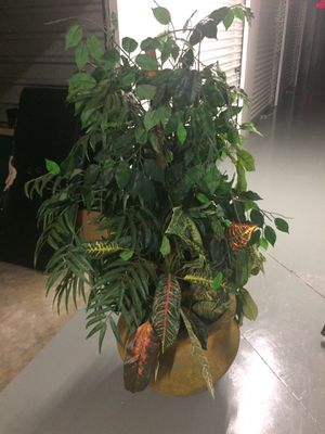 Fake plant in huge vase for Sale in Obetz, OH