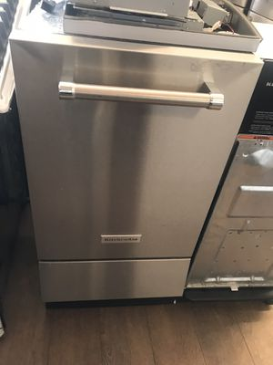 NEW KITCHEN AID ICE MAKER for Sale in Los Angeles, CA