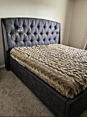 Upholstered bed from Urban Plains Furniture - Excellent condition for Sale in Kent, WA