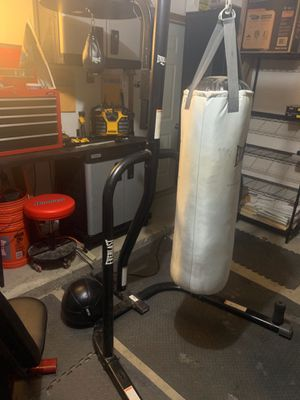 Everlast powercore dual bag and stand for Sale in Keene, TX