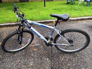 Mountain bike for Sale in Oak Park Heights, MN