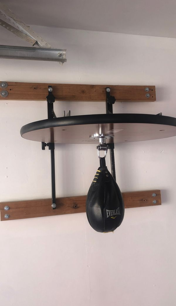 Speed bag wall mount with speed bag