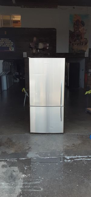 Fisher & Paykel stainless steel bottom freezer refrigerator apartment size for Sale in Lynwood, CA