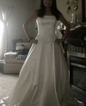 Eve of Milady Off white brand new wedding dress for Sale in Palos Park, IL
