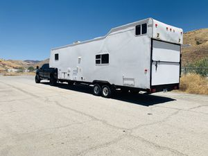 FIFTH WHEEL TOY HAULER for Sale in Los Angeles, CA