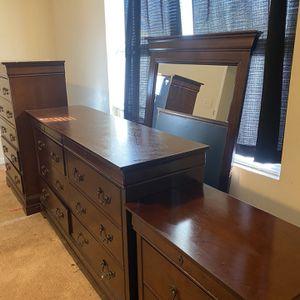 3pc Dresser Set W/ Mirror , Brown for Sale in Atlanta, GA