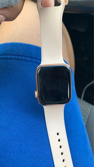 Apple Watch series 5 with charger 44mm for Sale in Houston, TX