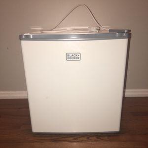 Black + decker mini fridge for Sale in Ballwin, MO
