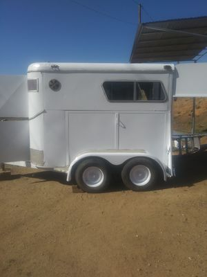 2 HORSE 🐴 TRAILER,FLOOR,TIRES & LUGHTS 👍( PINK SLIP IN HAND ) for Sale in Lake View Terrace, CA