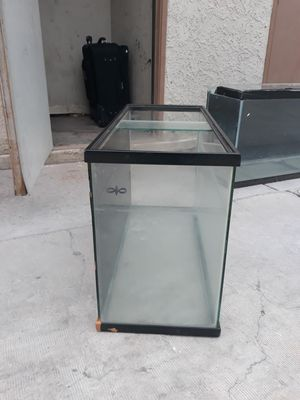 Fish tank 3ft long, 2ft tall ,1ft wide for Sale in Las Vegas, NV