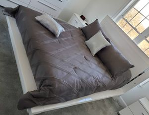Queen Size Comforter Set for Sale in South Attleboro, MA