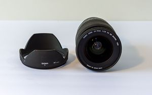 Sigma 24-70 mm f2.8 EXDG Lens for film and digital. for Sale in Tampa, FL