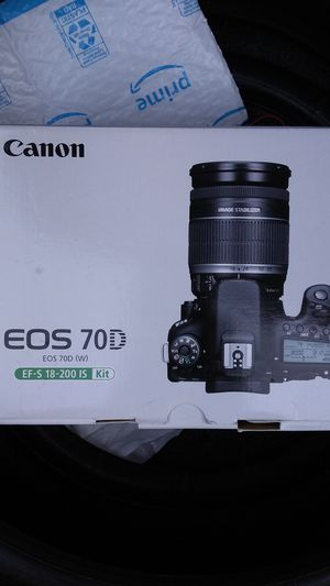 Canon Eos 70D W/18-200mm IS kit lens DSLR digital SLR camera full HD 1080P video for Sale in Santa Clara, CA