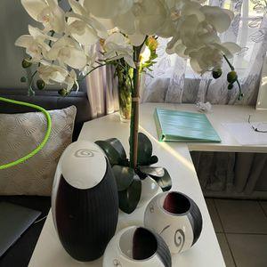Vases w/ fake plant for Sale in Norwalk, CA