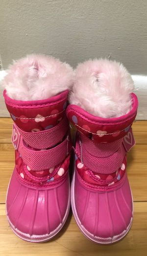 Size 5/6 toddler girl snow boots $5 for Sale in Lynn, MA