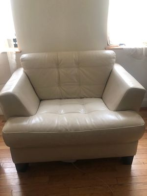 White Leather Chair ( FREE ) for Sale in New York, NY