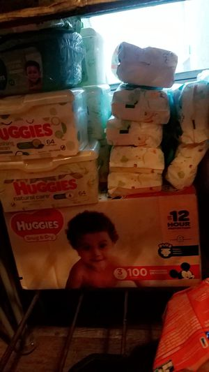Huggies size 3 n wipes for Sale in Dallas, TX