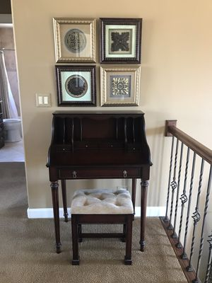 Desk and chair for Sale in Bloomingdale, IL